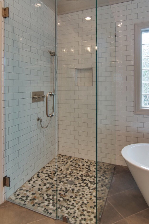 Pebble shop · Inspiratie - Pebble kiezelvloer in de douche cabine